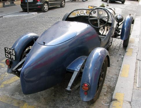 Donnet bleu Renault...
