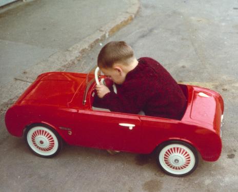 Rotes Kinderauto
