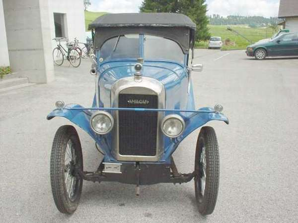 Quelle:http://www.ausoniaschio.it/veicoli_dett.asp?cat=Automobili&marca=AMILCAR&mod=CC&prod=226&order=annoA