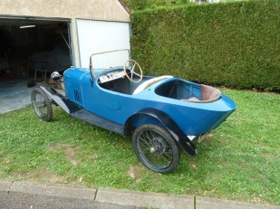 quelle:http://tricyclecaristes.forumr.net/t55p270-salmson-cyclecar