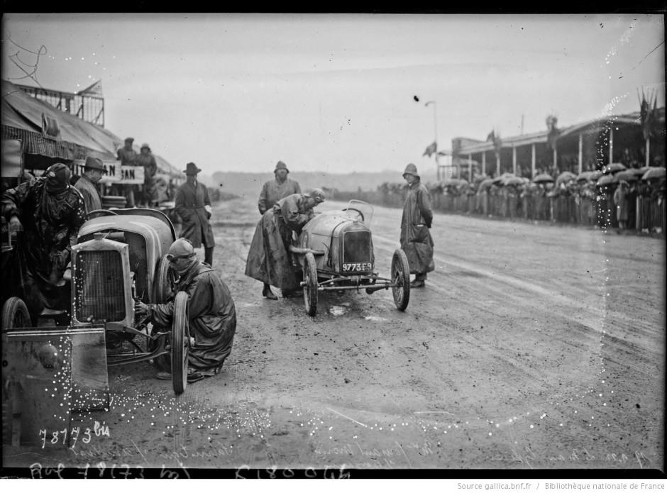 Mme Violette Morris Start Nr. 18 (4 Platz) beim Le Man Rennen 1922 (Cyclecars)