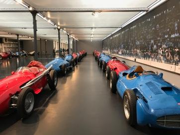 Rennautos im Schlumpf Museum