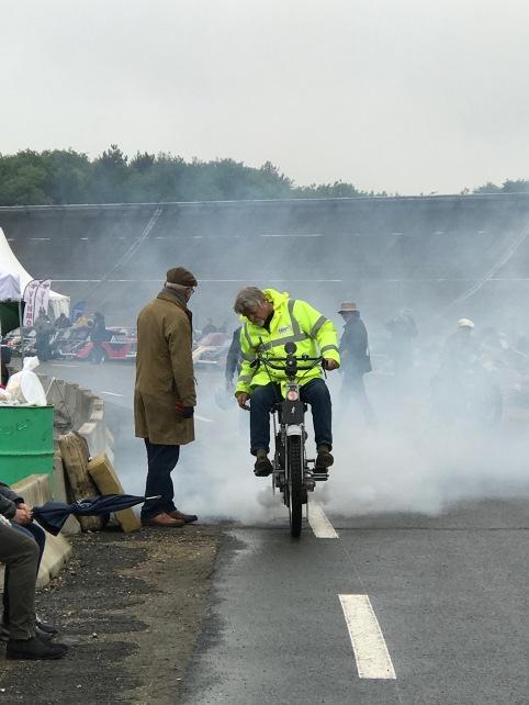 Motorrad - Rauchzeichen