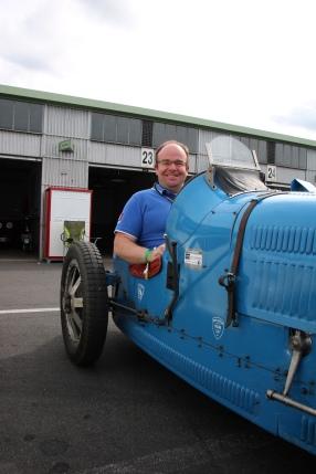 Yves in seinem Bugatti - Benjamin Racing Club
